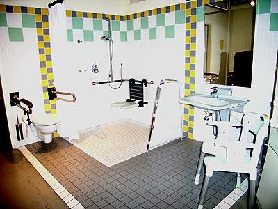 hilfsmittel f r bad und wc in der ausstellung hilfsmittel und wohnungsanpassung im. Black Bedroom Furniture Sets. Home Design Ideas