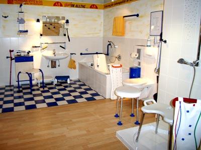 hilfsmittel f r bad und wc in der ausstellung hilfsmittel. Black Bedroom Furniture Sets. Home Design Ideas